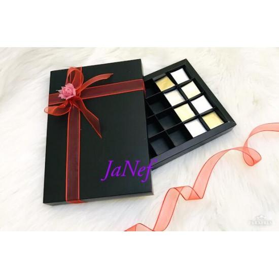 24 Bölmeli Karton Çikolata Kutusu