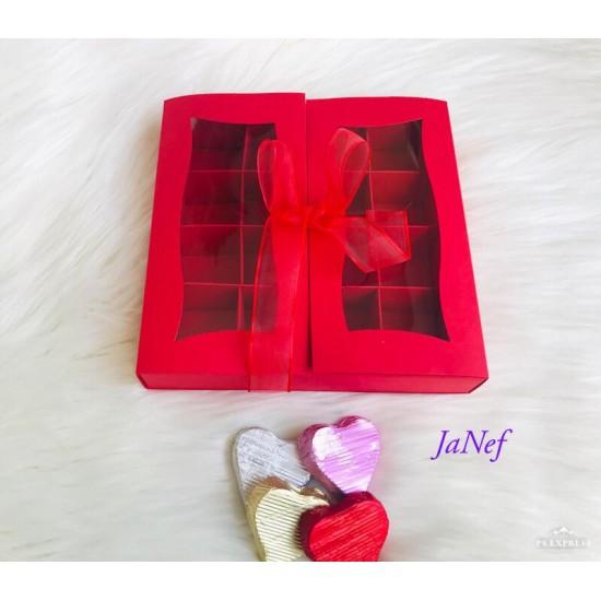 16 Bölmeli Pencereli-Kurdeleli Kırmızı Kutu